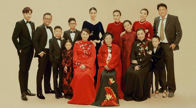 Hình ảnh đại gia đình đậm chất danh gia vọng tộc của Hà Kiều Anh nhận được sự chú ý giữa ồn ào tự xưng là công chúa đời thứ 7 của triều Nguyễn - Ảnh 3.