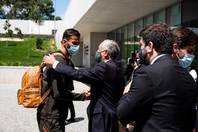 Tổng thống Bồ Đào Nha có mặt, trực tiếp gửi lời động viên trong ngày Ronaldo và các đồng đội về nước - Ảnh 5.