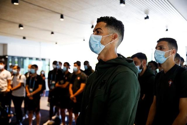 Tổng thống Bồ Đào Nha có mặt, trực tiếp gửi lời động viên trong ngày Ronaldo và các đồng đội về nước - Ảnh 7.