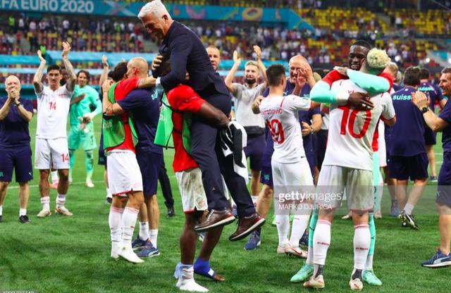 Cầu thủ Thuỵ Sĩ sung sướng vỡ oà sau khi loại đương kim vô địch thế giới Pháp khỏi Euro 2020 - Ảnh 8.