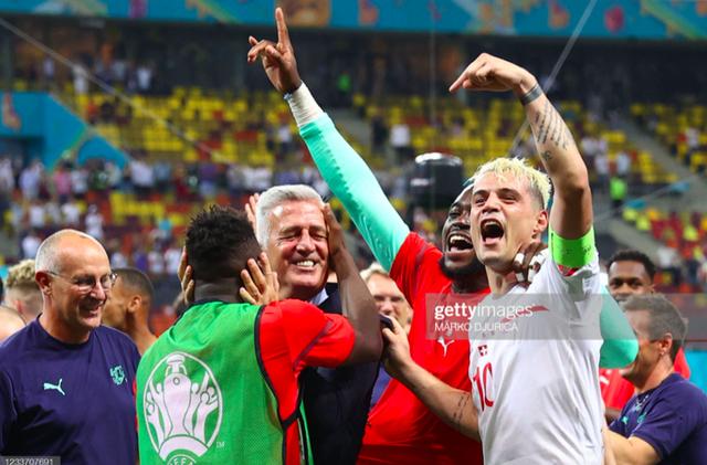 Cầu thủ Thuỵ Sĩ sung sướng vỡ oà sau khi loại đương kim vô địch thế giới Pháp khỏi Euro 2020 - Ảnh 9.
