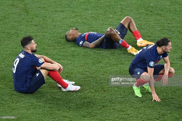 Cầu thủ Thuỵ Sĩ sung sướng vỡ oà sau khi loại đương kim vô địch thế giới Pháp khỏi Euro 2020 - Ảnh 10.