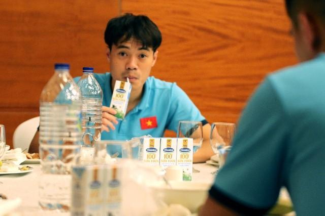 Sữa Vinamilk được đưa vào chế độ dinh dưỡng của đội tuyển bóng đá Quốc gia tại vòng loại World Cup 2022 - Ảnh 2.