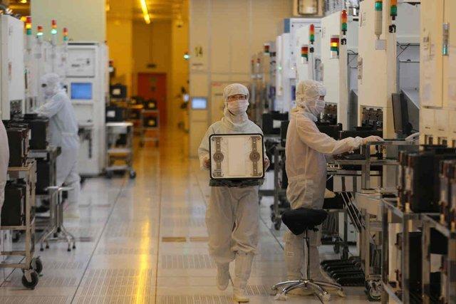 HSBC cảnh báo: Cỗ máy cung ứng toàn cầu sẽ nổ tung nếu các bánh răng thứ cấp như Việt Nam mắc kẹt vì Covid-19 - Ảnh 2.