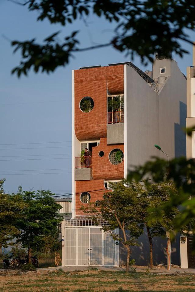 Ngôi nhà ống có kiến trúc độc lạ ở Đà Nẵng được báo nước ngoài rầm rộ đưa tin - Ảnh 1.