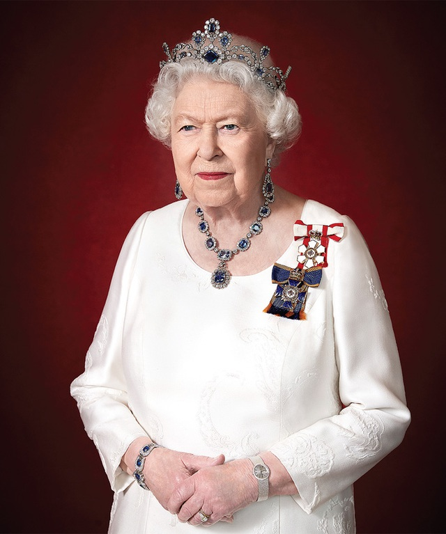Vợ chồng Meghan Markle đưa ra tối hậu thư mới cho Nữ hoàng Anh khiến dư luận căm phẫn, hoàng gia đau đầu - Ảnh 2.