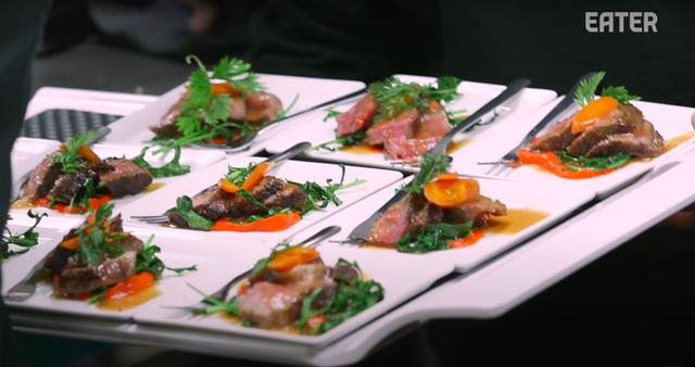 Làm thế nào để bếp trưởng chuẩn bị phần ăn cho những bữa tiệc sang trọng đón hàng nghìn khách một lúc? - Ảnh 7.