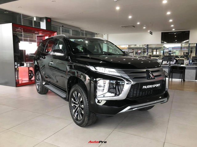Mitsubishi Pajero Sport giảm kỷ lục 150 triệu đồng tại đại lý - Lựa chọn giá hời trước Toyota Fortuner và Ford Everest - Ảnh 1.
