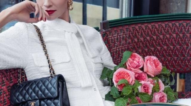 Lo tăng giá, tín đồ hàng hiệu ở Hàn Quốc đổ xô mua đồ Chanel - Ảnh 2.