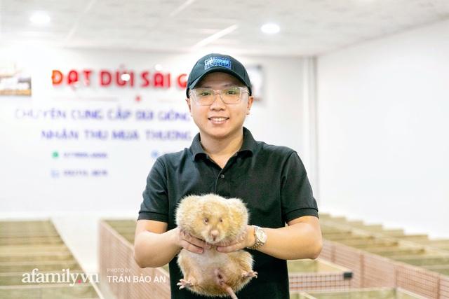 Nhờ nuôi con Dúi, anh chàng sinh năm 1998 kiếm lời vài chục triệu/tháng trong mùa dịch, tự sắm được ô tô rồi mua cho mẹ chiếc SH để đi chợ - Ảnh 1.