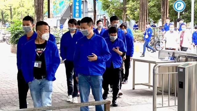 Lương của công nhân sản xuất Việt Nam chưa bằng nửa Trung Quốc, Thâm Quyến phải thay đổi chính sách lương để níu chân các công ty - Ảnh 1.