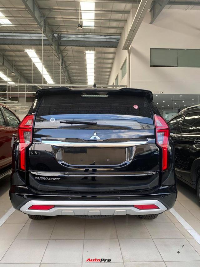 Mitsubishi Pajero Sport giảm kỷ lục 150 triệu đồng tại đại lý - Lựa chọn giá hời trước Toyota Fortuner và Ford Everest - Ảnh 11.