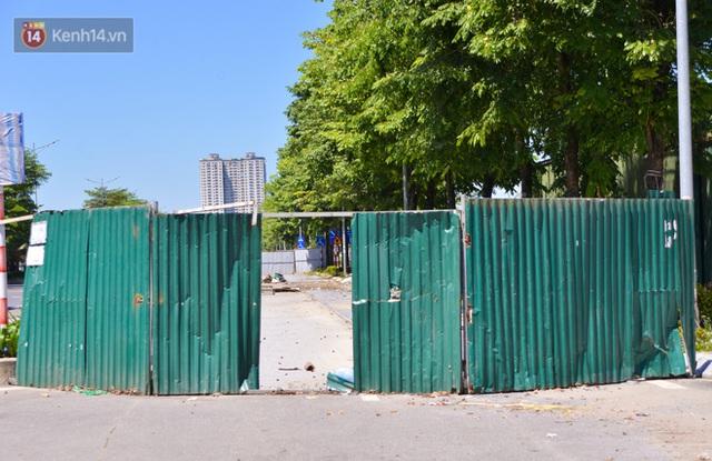 Ảnh: Đại lộ nghìn tỷ Chu Văn An nhếch nhác rác thải, vật liệu xây dựng sau 7 năm thi công - Ảnh 4.