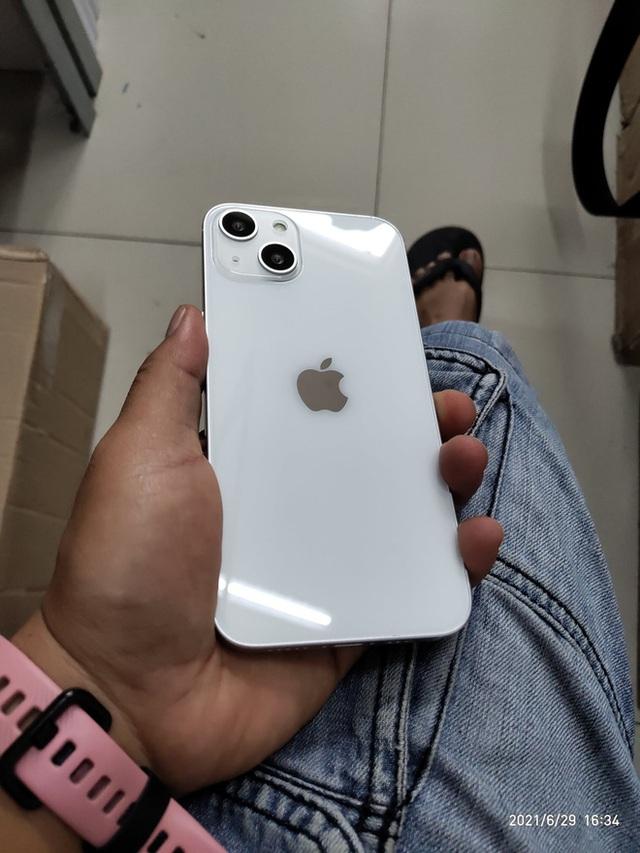 Rò rỉ hình ảnh 3D của iPhone 13: Cụm camera chéo nhau, tai thỏ đã có sự thay đổi - Ảnh 4.
