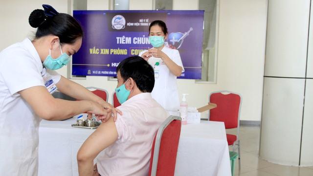 Bộ Y tế phân bổ vắc xin COVID-19 đợt 4, các đơn vị kết thúc tiêm trước ngày 15/9 - Ảnh 1.