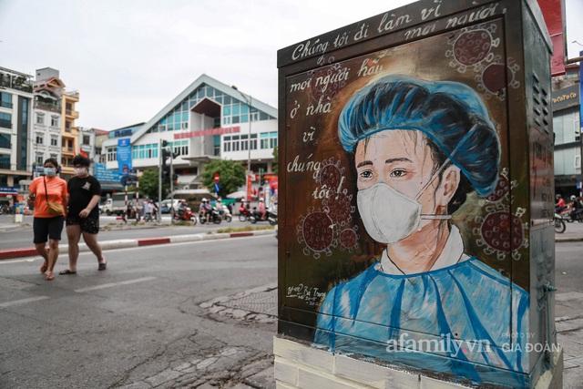 Bốt điện ở Hà Nội biến thành tác phẩm nghệ thuật đường phố tôn vinh các chiến sĩ áo trắng chống dịch - Ảnh 1.