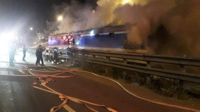 Một toa tàu SE8 bất ngờ cháy dữ dội, khẩn cấp sơ tán hành khách  - Ảnh 1.