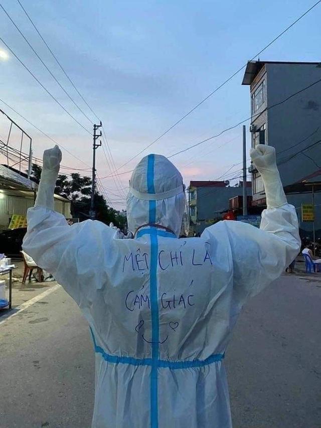 Huệ Nguyễn và những hình ảnh lay động nơi tuyến đầu chống dịch  - Ảnh 3.
