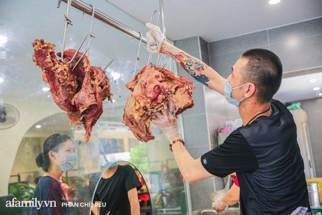 Gia đình 3 đời bán thịt bò, sở hữu luôn tiệm Phở Long Bích đình đám Hà Nội tiết lộ những phần hiếm và ngon nhất của con bò khi ăn Phở mà chưa từng có ai muốn kể! - Ảnh 3.