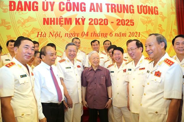 Công bố quyết định của Bộ Chính trị chỉ định nhân sự Đảng ủy công an Trung ương - Ảnh 5.