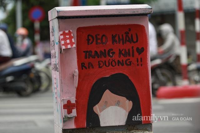 Bốt điện ở Hà Nội biến thành tác phẩm nghệ thuật đường phố tôn vinh các chiến sĩ áo trắng chống dịch - Ảnh 5.