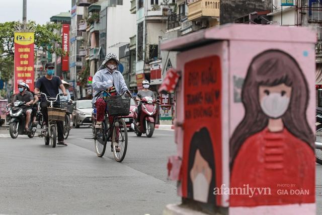 Bốt điện ở Hà Nội biến thành tác phẩm nghệ thuật đường phố tôn vinh các chiến sĩ áo trắng chống dịch - Ảnh 7.