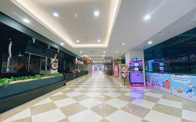 Trung tâm thương mại ở Hà Nội vắng chưa từng thấy giữa đợt Covid-19 thứ 4: Người dân đến chỉ để đi siêu thị? - Ảnh 7.