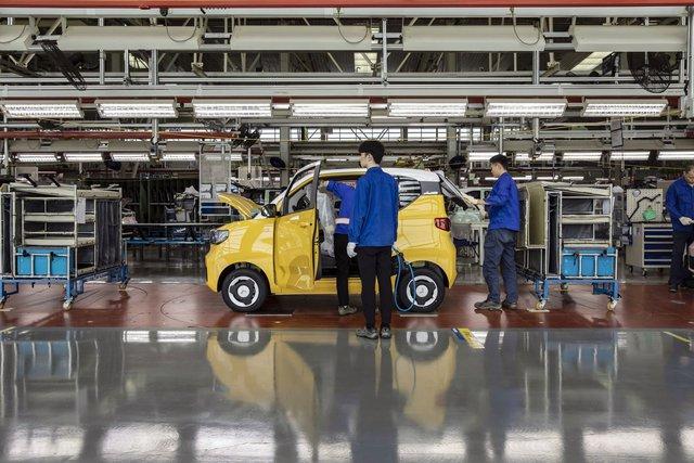 Giải mã hiện tượng ô tô điện bán chạy nhất thế giới, giá bằng Honda SH: Đừng bán ô tô, hãy bán cho khách hàng thứ họ muốn - Ảnh 4.
