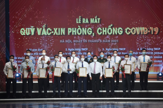 Golf Long Thành, Vingroup, Viettel, PVN, EVN, SCIC...hàng chục doanh nghiệp, ngân hàng, tổ chức, cá nhân đã ủng hộ hơn 6.600 tỷ ngay tại Lễ ra mắt Quỹ vaccine chống Covid-19 - Ảnh 1.