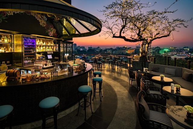 Mê mẩn ngắm 4 khách sạn trong khu phố cổ Hà Nội được hàng triệu du khách bình chọn là nơi có tầng thượng đẹp nhất thế giới - Ảnh 2.