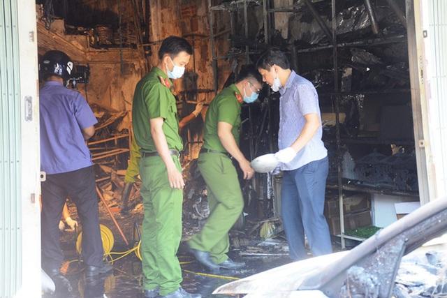 Ảnh: Hiện trường kinh hoàng vụ cháy nhà khiến cả gia đình 4 người chết thảm - Ảnh 2.