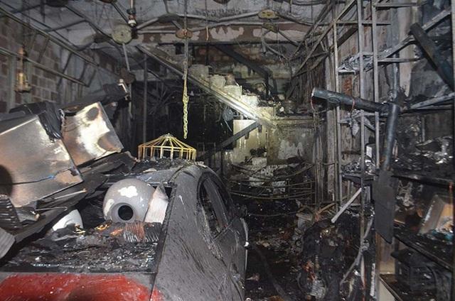 Ảnh: Hiện trường kinh hoàng vụ cháy nhà khiến cả gia đình 4 người chết thảm - Ảnh 3.