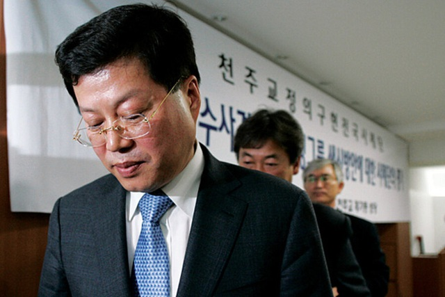 Vụ án thế kỷ của Hoàng đế và Thái tử Samsung: Cặp cha con chaebol quyền lực nhất Hàn Quốc lần lượt ngồi tù cùng vì một tội danh - Ảnh 4.