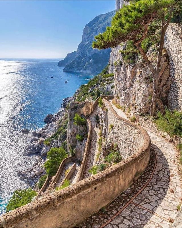 Choáng ngợp Capri – hòn đảo không Covid-19 ở châu Âu, điểm nghỉ dưỡng siêu cao cấp của người giàu trời Tây - Ảnh 4.