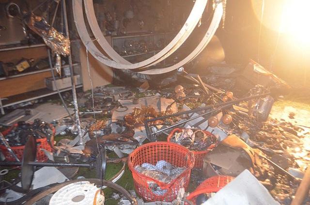 Ảnh: Hiện trường kinh hoàng vụ cháy nhà khiến cả gia đình 4 người chết thảm - Ảnh 4.