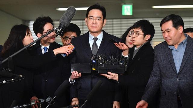 Vụ án thế kỷ của Hoàng đế và Thái tử Samsung: Cặp cha con chaebol quyền lực nhất Hàn Quốc lần lượt ngồi tù cùng vì một tội danh - Ảnh 5.