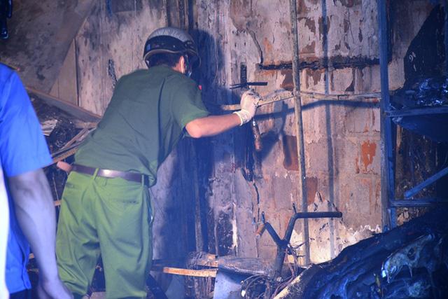 Ảnh: Hiện trường kinh hoàng vụ cháy nhà khiến cả gia đình 4 người chết thảm - Ảnh 6.