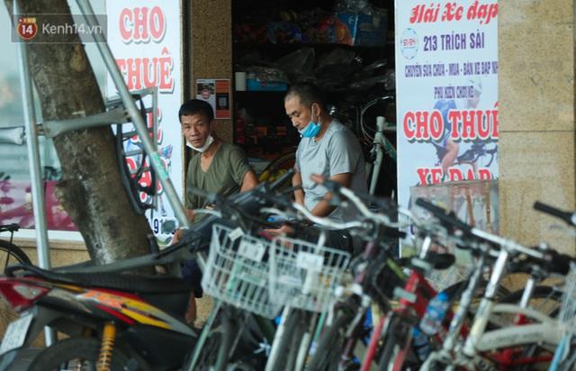 Người Hà Nội đổ xô đi thuê xe đạp, tiểu thương ung dung kiếm tiền triệu mỗi ngày - Ảnh 8.