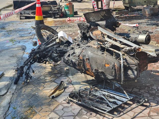 Ảnh: Hiện trường kinh hoàng vụ cháy nhà khiến cả gia đình 4 người chết thảm - Ảnh 9.