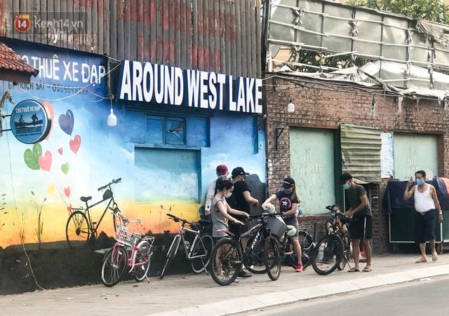 Người Hà Nội đổ xô đi thuê xe đạp, tiểu thương ung dung kiếm tiền triệu mỗi ngày - Ảnh 10.