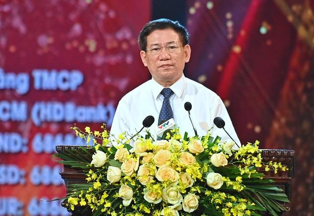 Thủ tướng xúc động kêu gọi cả nước chung tay ủng hộ Quỹ Vaccine: Chúng ta cùng nhau vượt qua khó khăn, góp phần tạo nên một Việt Nam chiến thắng - Ảnh 3.