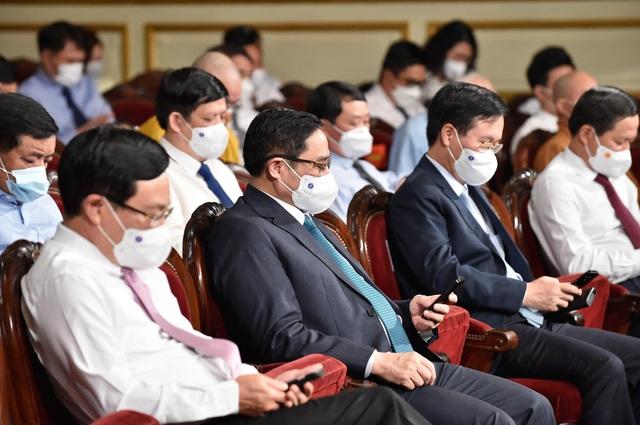 Thủ tướng xúc động kêu gọi cả nước chung tay ủng hộ Quỹ Vaccine: Chúng ta cùng nhau vượt qua khó khăn, góp phần tạo nên một Việt Nam chiến thắng - Ảnh 1.