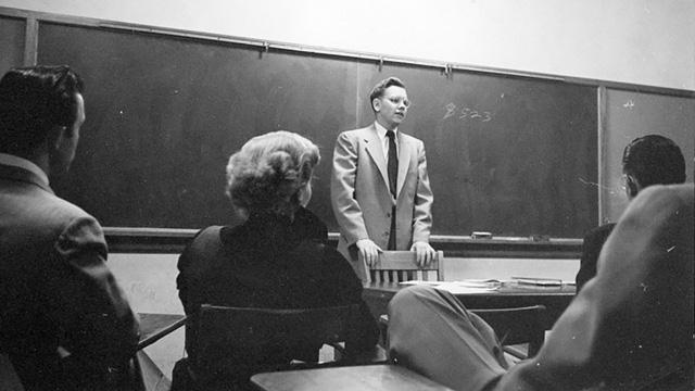 10 điều bất ngờ về Warren Buffett: Bị Harvard từ chối, bố vợ chê sẽ thất bại - Ảnh 2.