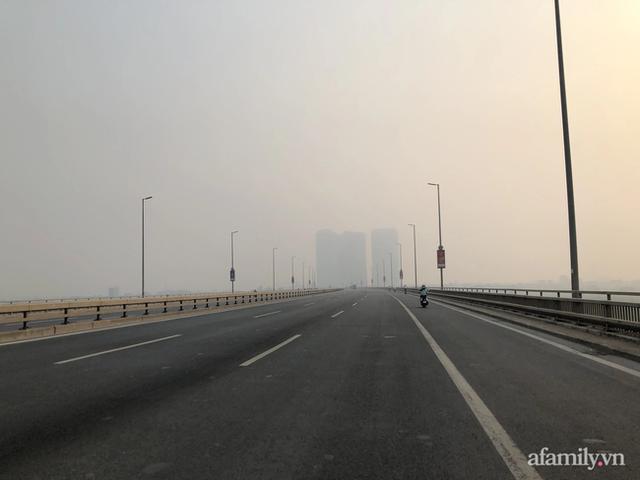 Chuyên gia tiết lộ nguyên nhân vì sao bầu trời Hà Nội bỗng dưng mù mịt, lên đỉnh thế giới về ô nhiễm không khí - Ảnh 2.
