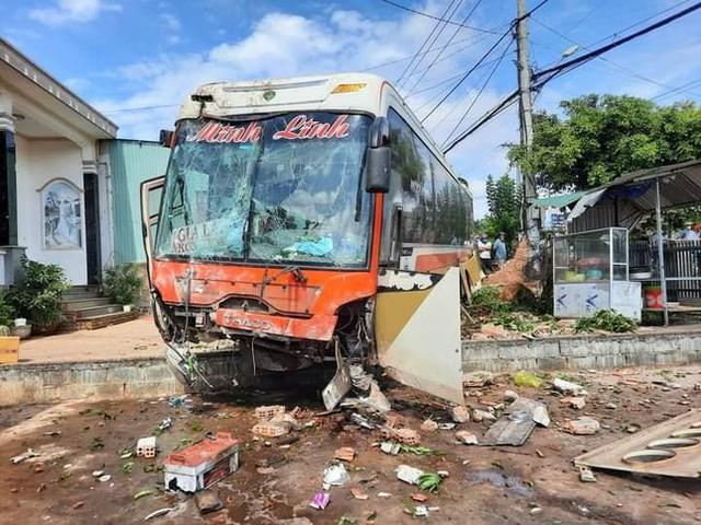 Xe tải đâm liên hoàn ở Đắk Lắk, ít nhất 6 người thương vong  - Ảnh 1.
