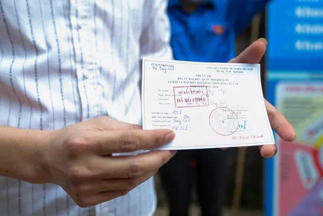CLIP: Cận cảnh người dân đi bỏ phiếu lại sau khi có vi phạm  - Ảnh 15.