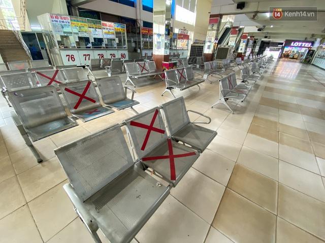 Cảnh tượng chưa từng thấy ở bến xe Miền Đông: Quầy vé không nhân viên, ghế ngồi không bóng khách - Ảnh 9.