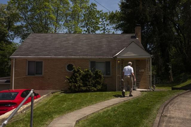 Sốt đất điên cuồng ở Mỹ: Nhà ở ngoại ô cũng nóng bỏng, chủ nhà không rao bán nhưng nhận được 100 lời chào mua - Ảnh 2.