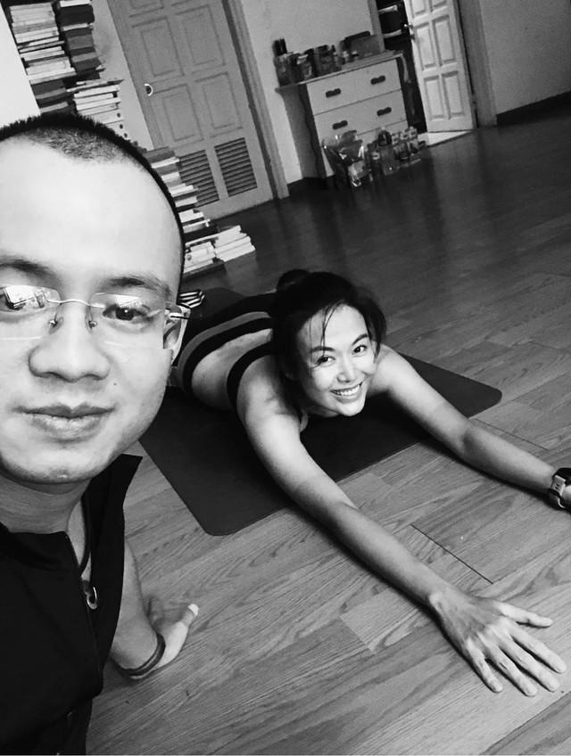 Hình ảnh truyền cảm hứng của Hoa hậu Thu Thủy khiến người hâm mộ càng thêm thương tiếc: Nụ cười tươi rói của runner xinh đẹp, yêu thiền, yoga và cực thích đọc sách - Ảnh 4.