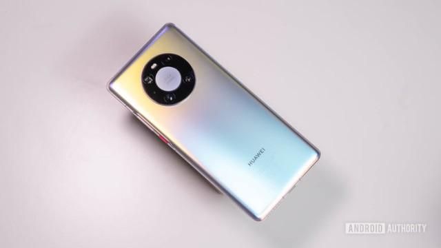 Cú rơi của Huawei: Người dùng được và mất gì? - Ảnh 1.